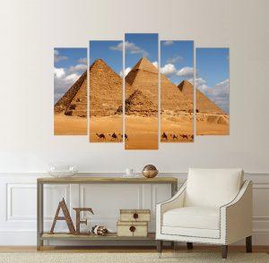 картина Египетски пирамиди, Картина Египетските пирамиди; Египетските пирамиди; Египет; Пирамиди; керван; камили; пустиня; пясък; канава; картина; картина за стена; картина пейзаж; картина с висока резолюция; декоративно пано; декорация за стена; висококачествен печат; пустинен пейзаж; забележителност; картина от пет части; картина от части;