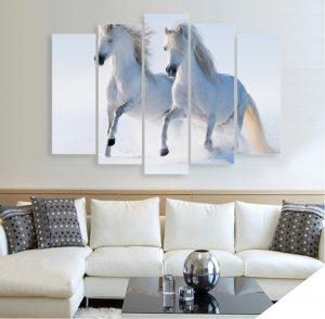 картина коне, картина от 5 части; картина от пет части; картина от части; картиа кон; коне; препускащи коне; бели коне; висококачествен печат; картина с висока резолюция; снимка върху платно; декоративно пано; декорация за стена; картина с животни; картина животни; канава; картина; картина за стена; картина на PVC; картина на канава; картина пейзаж; картина природа;